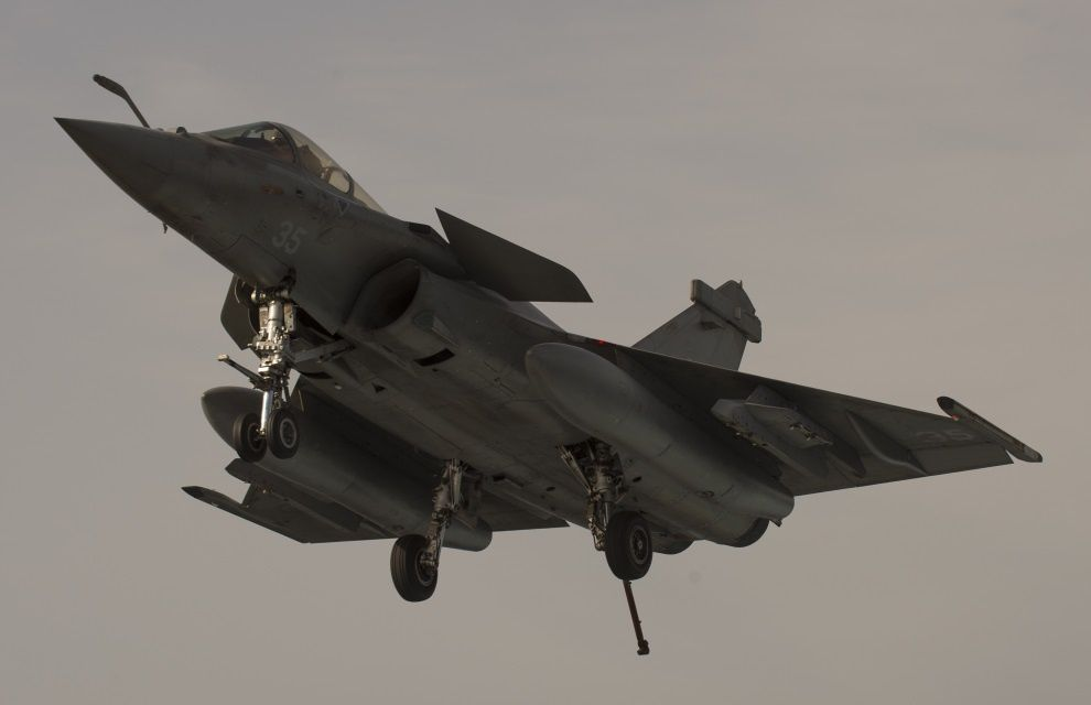French planes on Gulf-based carrier make first strikes (25 Feb.)