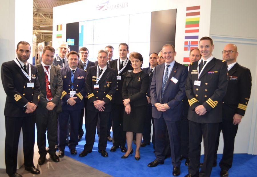 Madame C-F Arnould (au milieu) avec les représentants de MARSUR - Photo Jürgen Vandaele