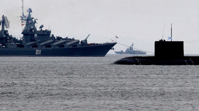 The guided missile cruiser Varyag (L) and the Varshavyanka class diesel submarine (photo Vitaliy Ankov RIA Novosti)