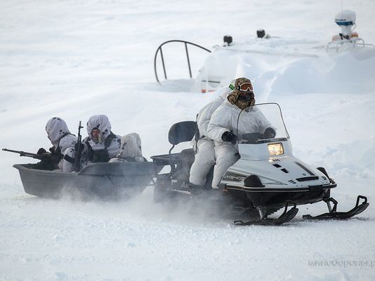 Troops engage in an Arctic airmobile assault at Kotelny Island, within the New Siberian Islands (Photo Russia MoD)