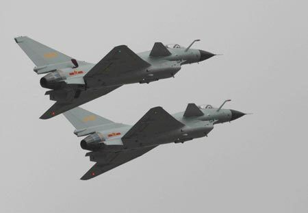 Two J-10 fighters at the Zhuhai Airshow on Nov. 5, 2008. (Photo Xinhua)