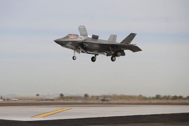 F-35B -  (photo Cpl. Ken Kalemkarian)