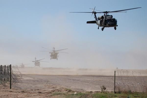 U.S. Black Hawks in Iraq. Photo:U.S. Department of Defense/Army Sgt. 1st Class Antony Joseph.