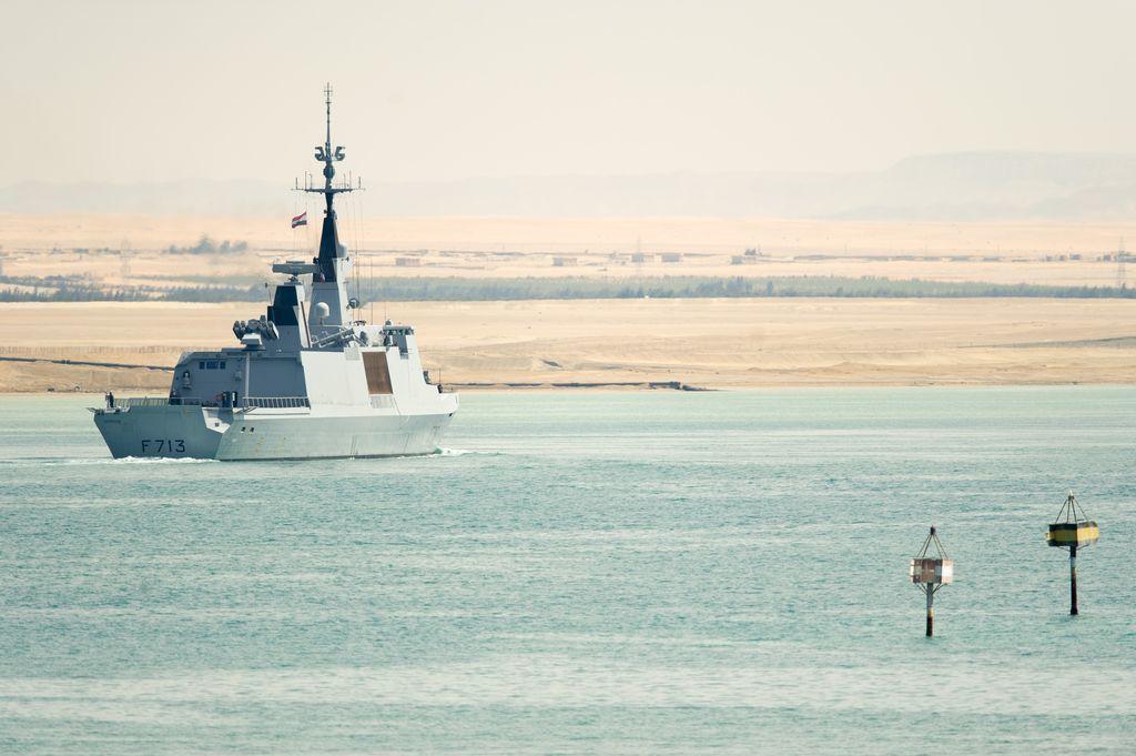 Mission Jeanne d'Arc 2015 : La frégate Aconit passe Suez, les officiers-élèves à la manœuvre