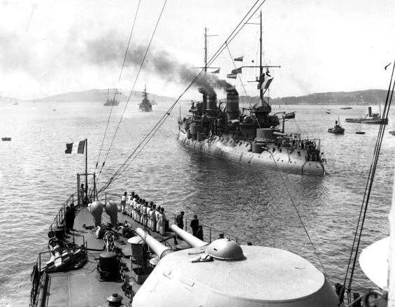 Le cuirassé Bouvet durant les manœuvres navales de 1914 – source Galica BNF Agence Rol