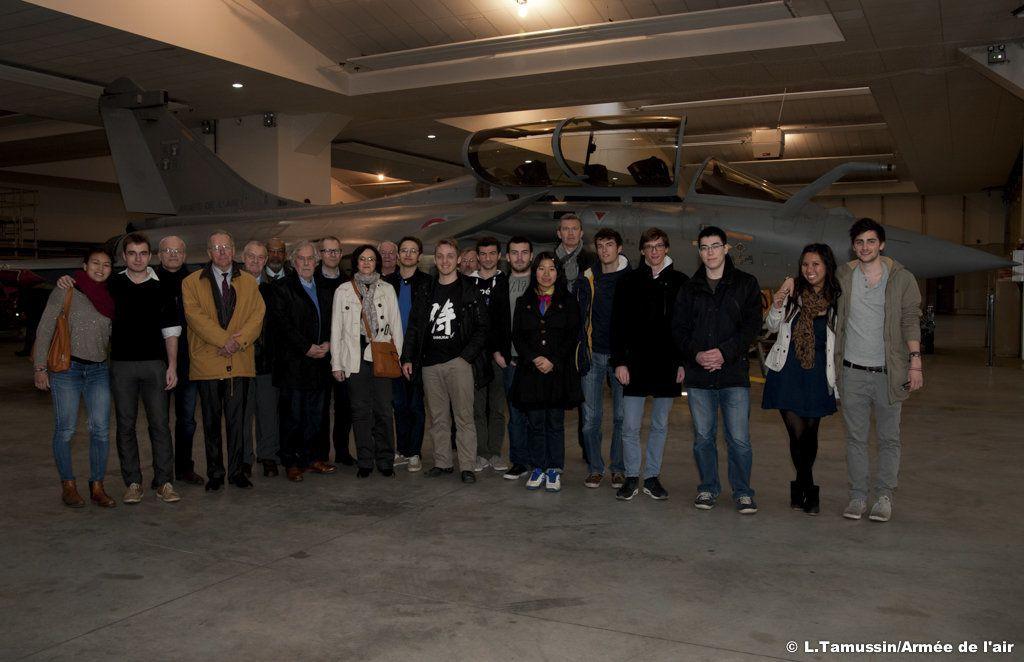 Des élèves ingénieurs à la découverte de la base de Saint-Dizier
