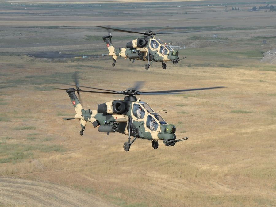 Deux T-129 Atak volant en formation photo Turkish Aerospace Industries