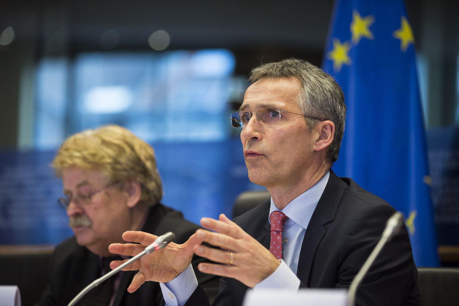 Le secrétaire général estime que l'OTAN et l'UE peuvent faire davantage si elles resserrent leur coopération