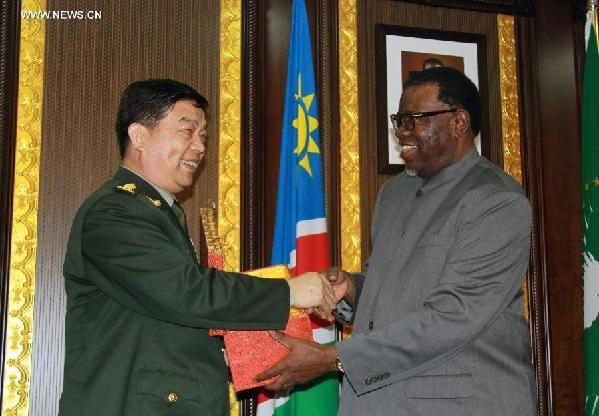 Defense Minister Chang Wanquan with Namibia's President Hage Geingob in Windhoek, Namibia, March 30, 2015. (photo Xinhua - Wu Changwei)