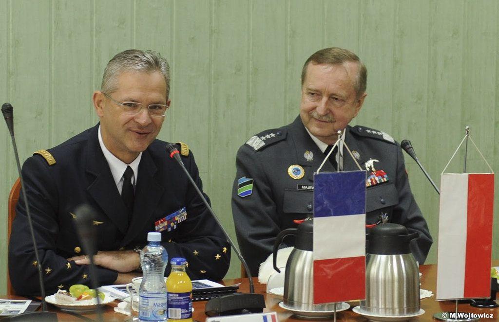 Le CEMAA et le lieutenant-général Majewski commandant général des forces armées polonaises - photo M. Wojtowicz