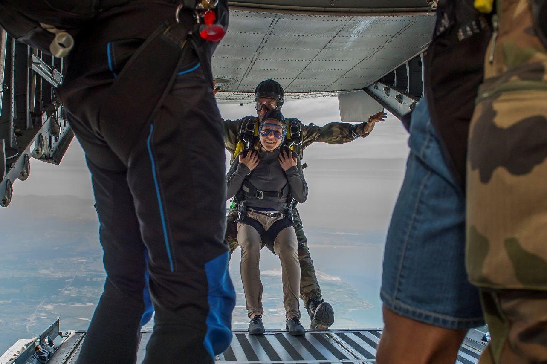 L'un des lauréats du prix grand saut réalise son saut en tandem - photo Armée de l'Air