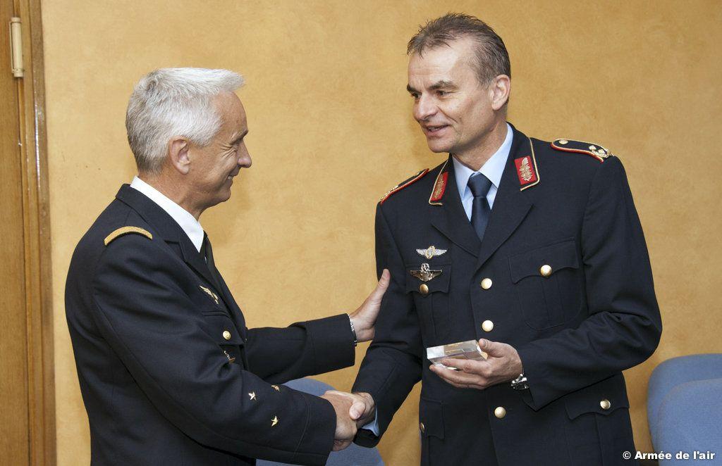 Le général Badia et le directeur de la DSAé