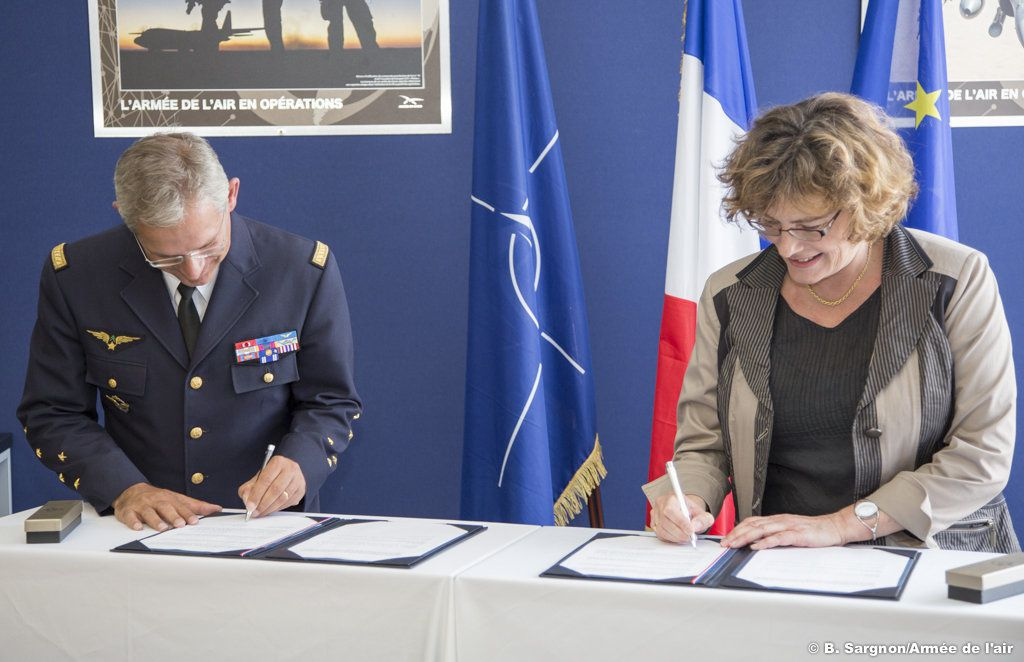 Signature d'un partenariat entre l'armée de l'air et l'Éducation nationale au salon du Bourget