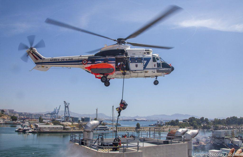 Exercice de sauvetage en mer avec le Super Puma - photo Armée de l'Air