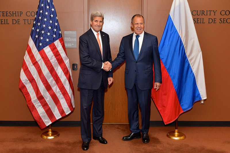 Secretary Kerry Poses for a Photo With Russian Foreign Minister Lavrov Before Their Meeting at UN Headquarters in New York City (Sept. 28, 2015) - photo US gov