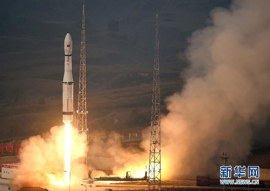 The Long March-6 carrier rocket lifts off from Taiyuan Satellite Launch Centre in north China's Shanxi Province at 7 a.m. Beijing time on September 20, 2015. Photo Xinhua