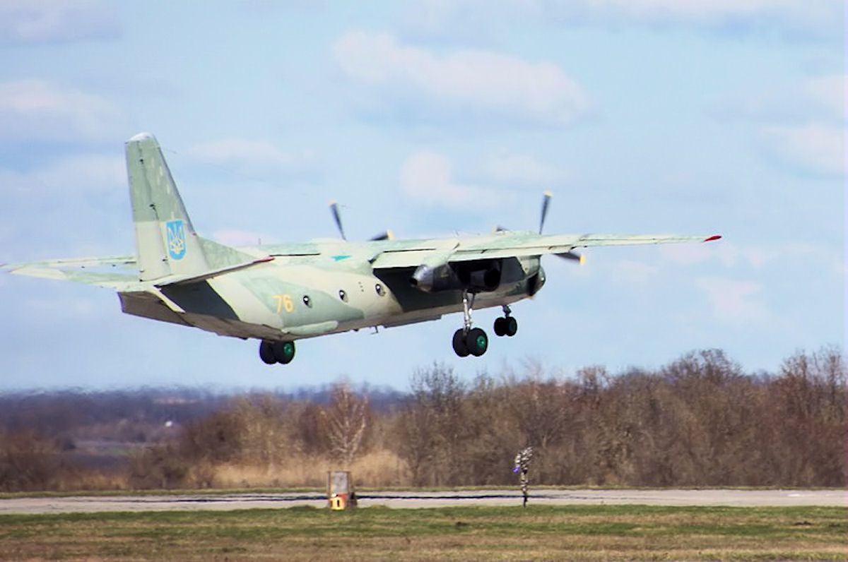 AN-26 taking off from Kharkiv Airbase April 2014 photo Ukraine MoD)
