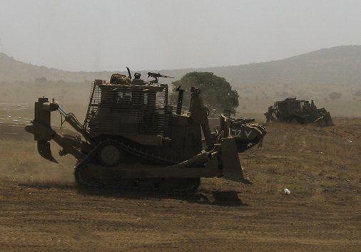 IDF D9R armed with FN Mag machinegun and slat armor during IDF training - photo M. Aronov