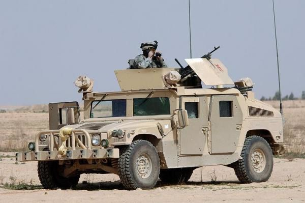 A Humvee on patrol in Iraq. Photo By Photographers Mate 3rd Class Shawn Hussong, U.S. Navy