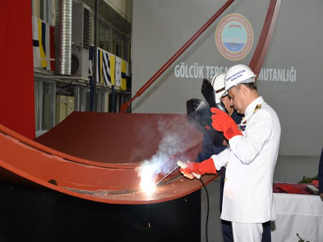 Admiral Bülent Bostanoğlu, making the first ceremonial welding - photo turkishnavy.net
