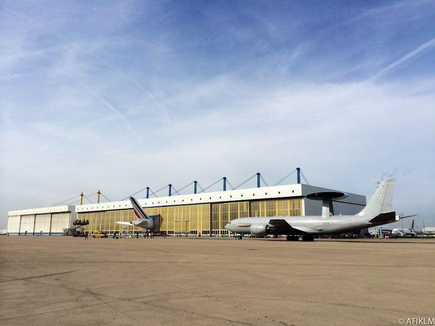 Arrivée d'un E-3F sur le site d'AFI KLM E&M à Roissy - photo Armée de l'Air