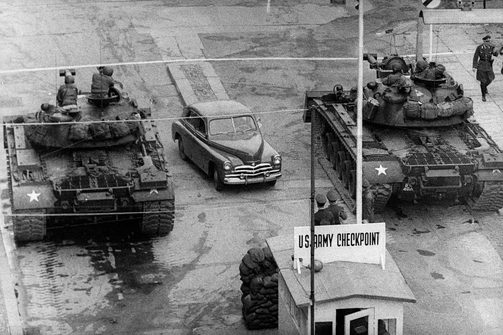 Soviet tanks face U.S. tanks at Checkpoint Charlie-  National Archives