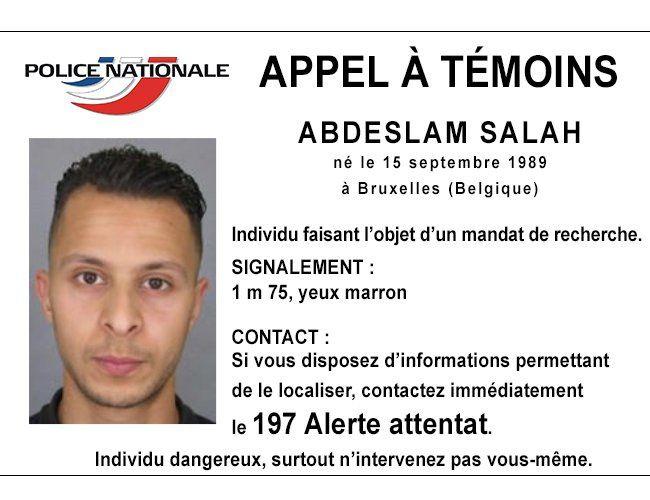 Attentats à Paris: des perquisitions partout et un homme recherché
