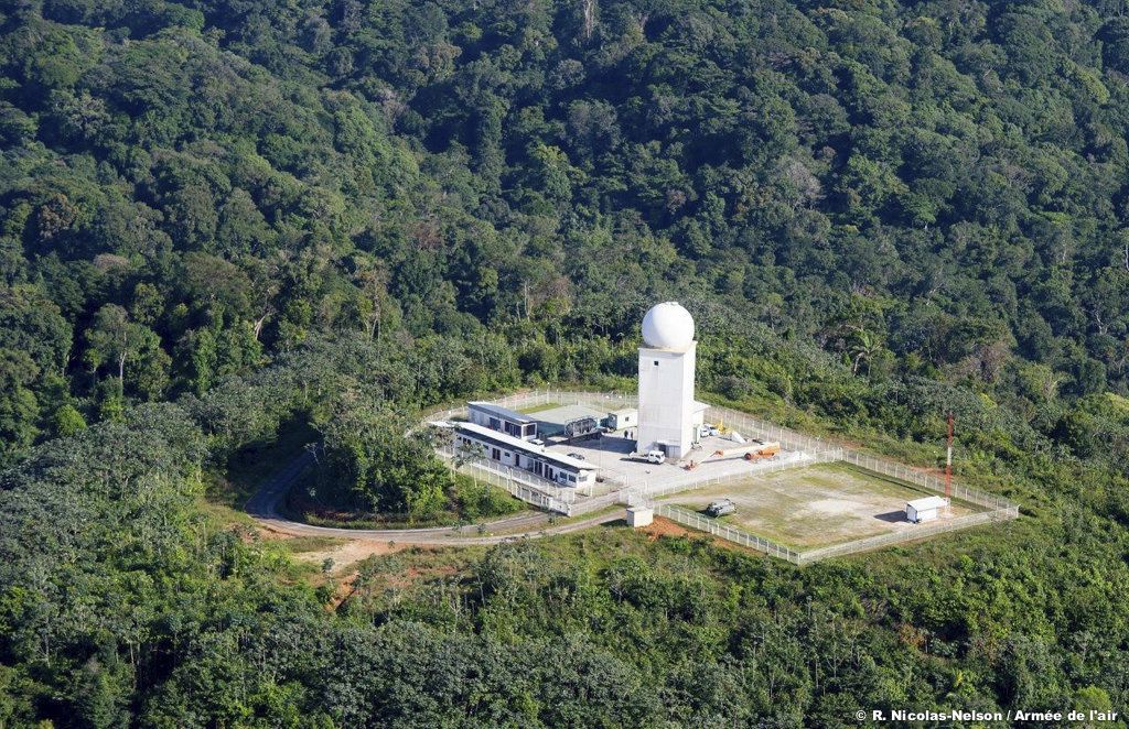 Vue aérienne du radar GM406 de Kourou