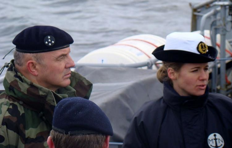 "Claire Pothier en 2009, alors pacha du ""Commandant Lherminier"". (Photo Marine nationale)"