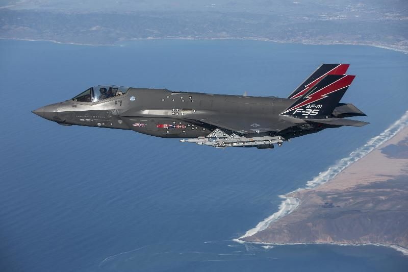 Le F-35 AF-1, du 461st Flight Test Squadron, a tiré le 12 janvier son premier missile AIM-9X. © US Air Force Chad Bellay