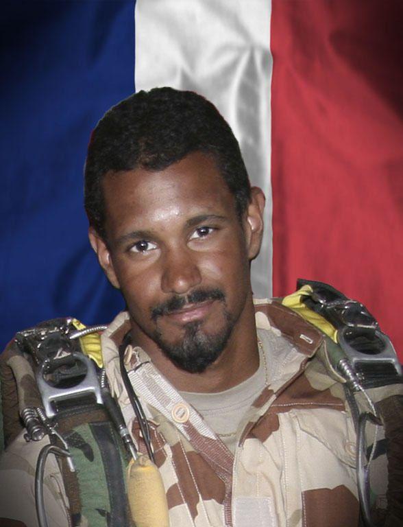 Honneurs militaires rendus à l'adjudant Thomas Dupuy le 5 Nov. 2014