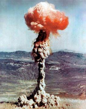 13 février 1960 explosion de la première bombe atomique française