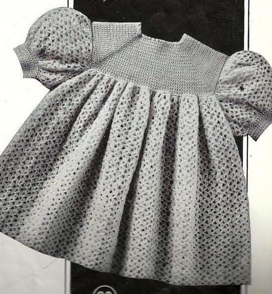 Layette: robe au crochet