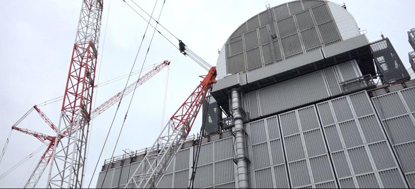 Le bâtiment réacteur 3 vu du sol (capture vidéo Tepco)