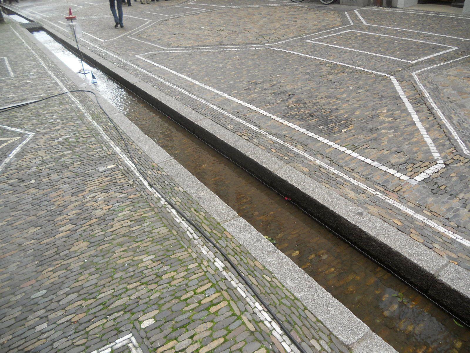 """Fribourg les """"Bachle """" petits ruisseaux  et les beaux trottoirs"""