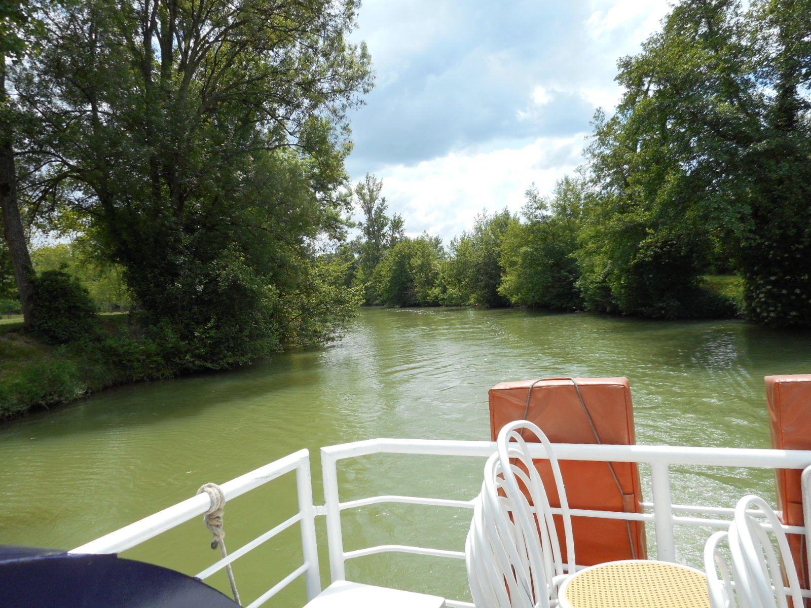 la Baîse la rivière et  le passage d'écluse