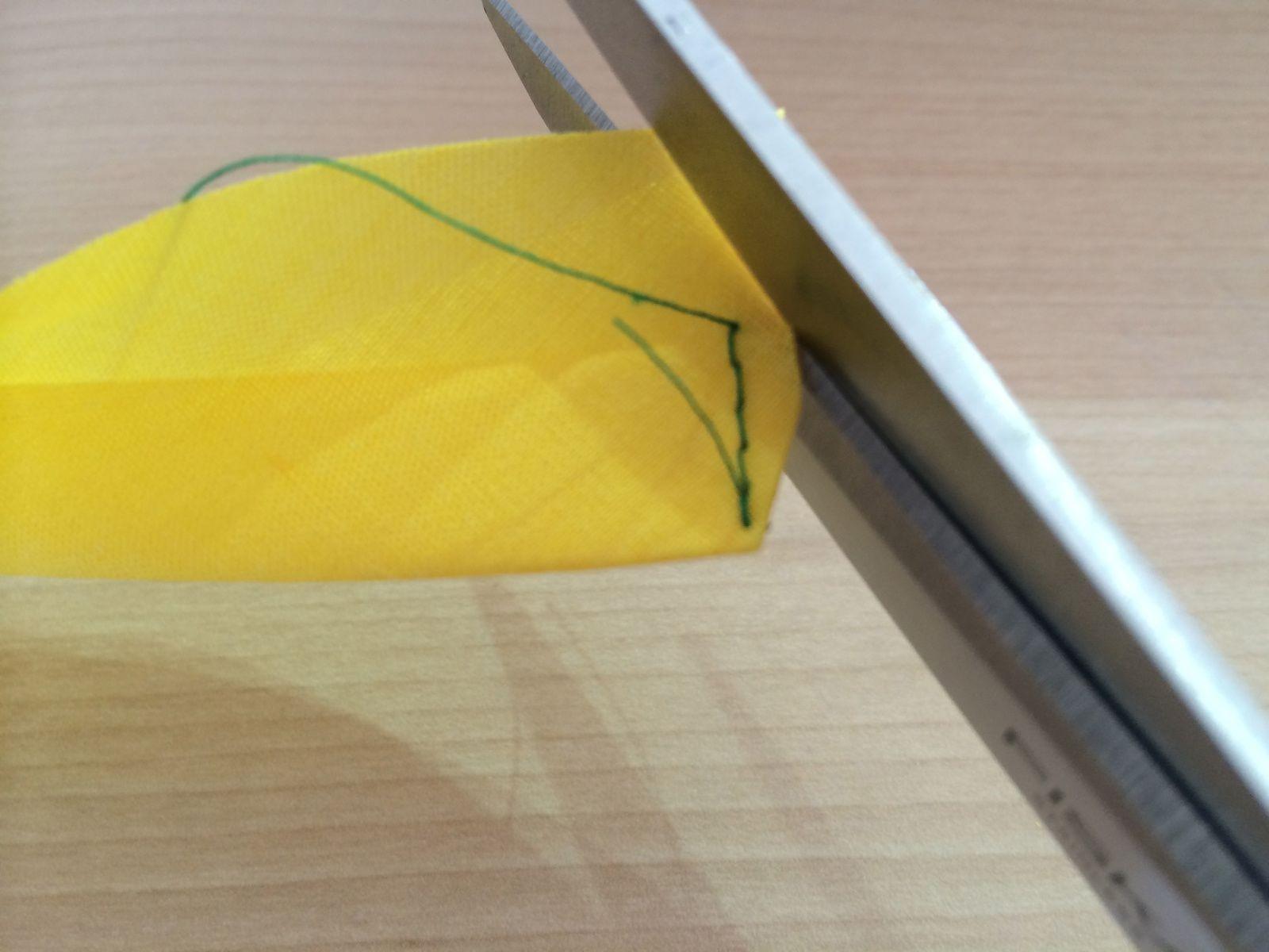 Tuto comment coudre le bout d 39 un biais cousettes by iaorananou - Coudre un biais en angle ...
