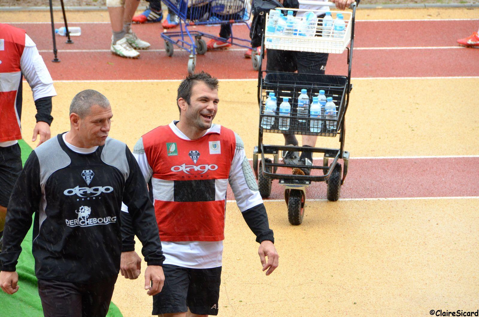 Arnaud Mignardi complice avec l'entraîneur des avants Didier Casadéi