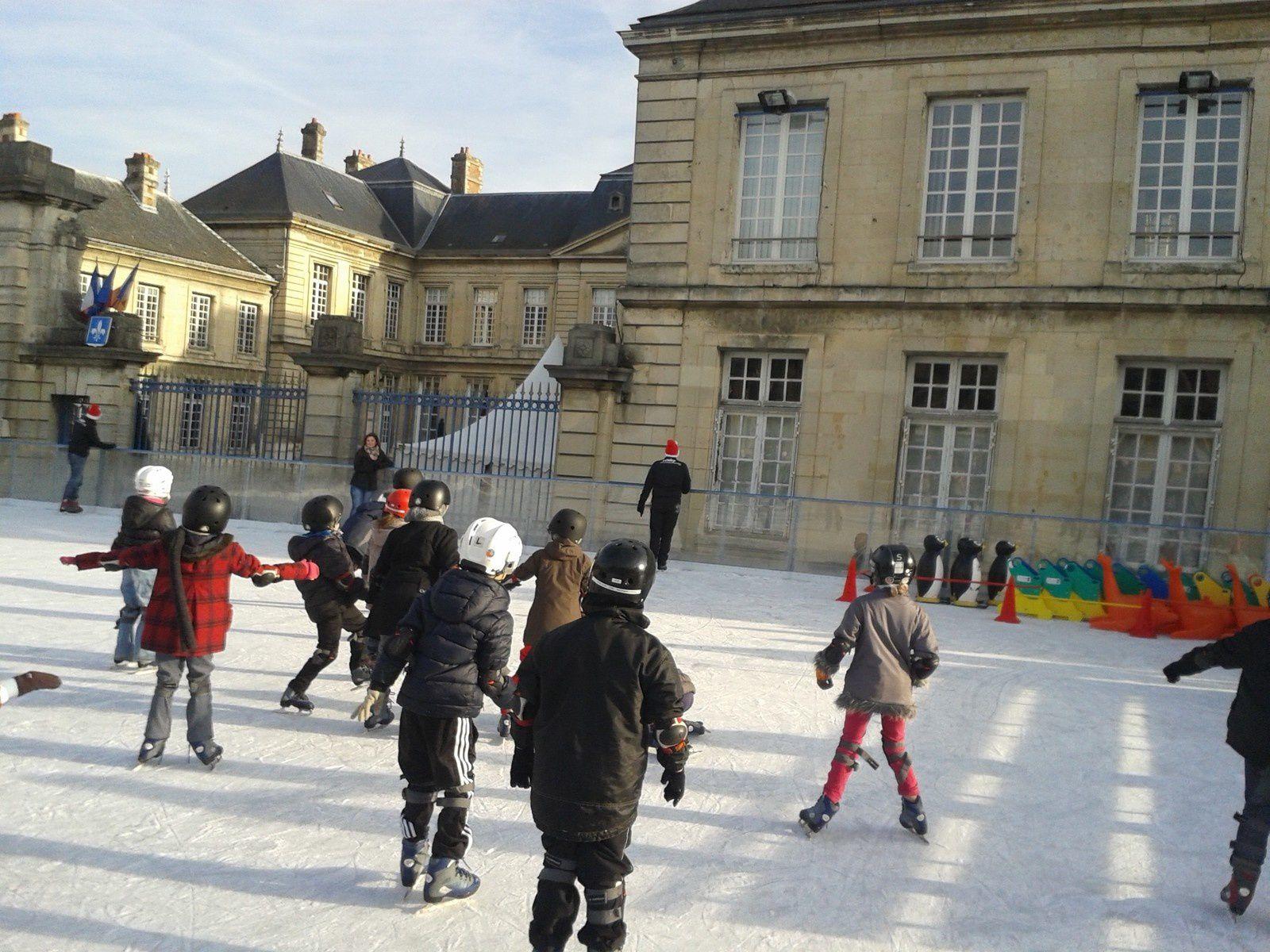 Initiations des scolaires à la patinoire de Soissons
