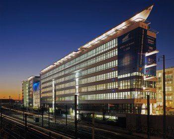 """Le bâtiment """"Perspective Défense"""" (28.000 m² de bureaux) situé à 1-5 rue du Débarcadère à Colombes et achevé en 2008 a été vendu pour un montant total de 126,5 M €"""