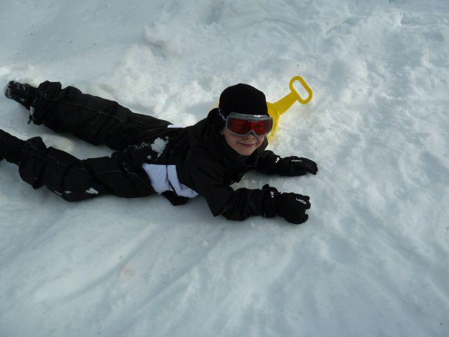 Luge et jeux dans la neige