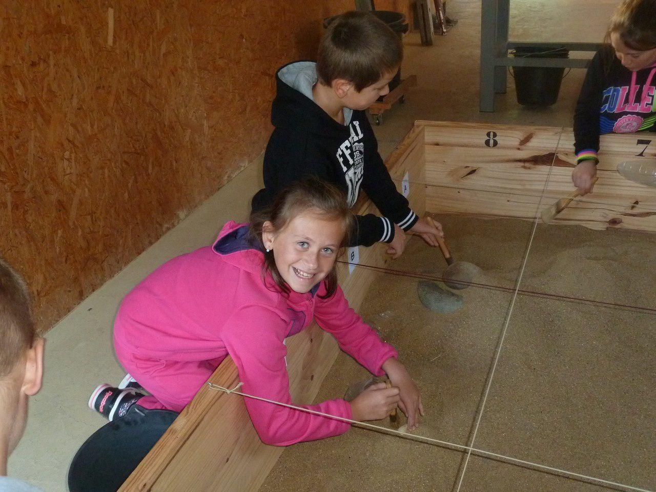 Les CM2 font des fouilles archéologiques