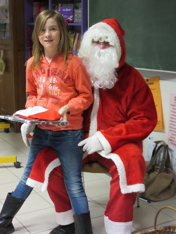 Les CM accueillent le Père-Noël