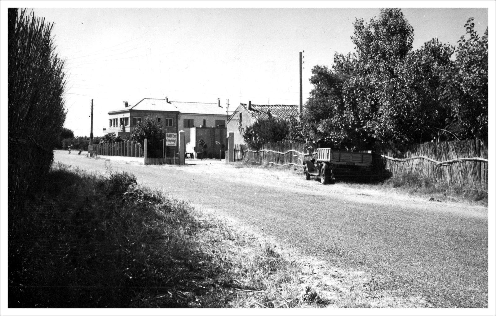 CPA  de 1956 - Accès à la plage et entrée du camping de la Redoute-plage (Collection Fcn)