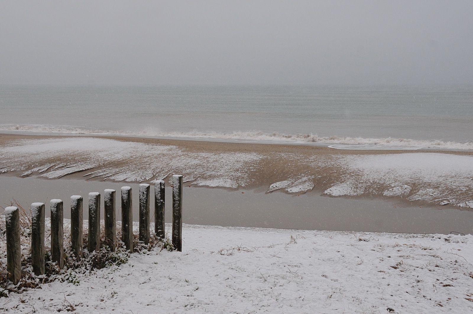 Portiragnes plage avec une fine couche de neige