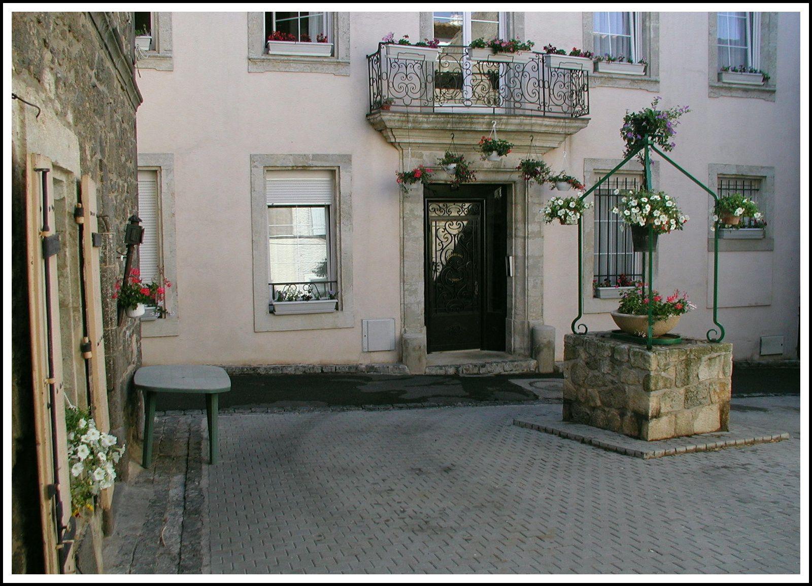 Place du vieux puits ( 2001 avec Olympus Digital)