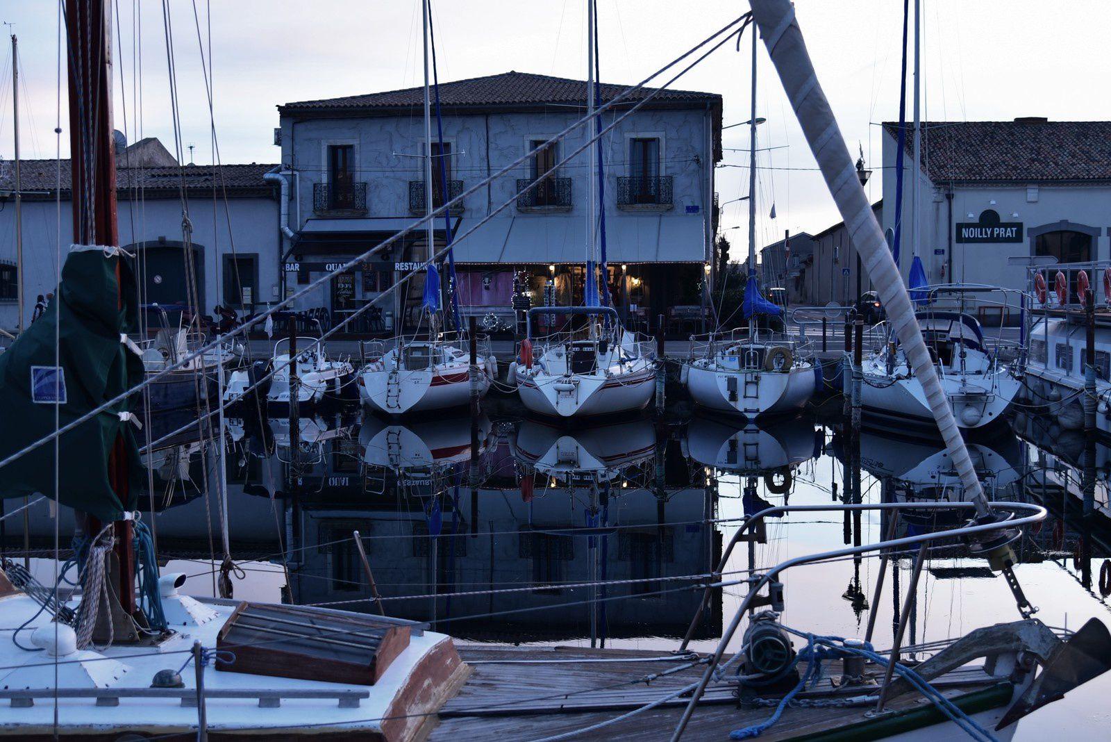 En attendant la nuit sur le port de Marseillan...