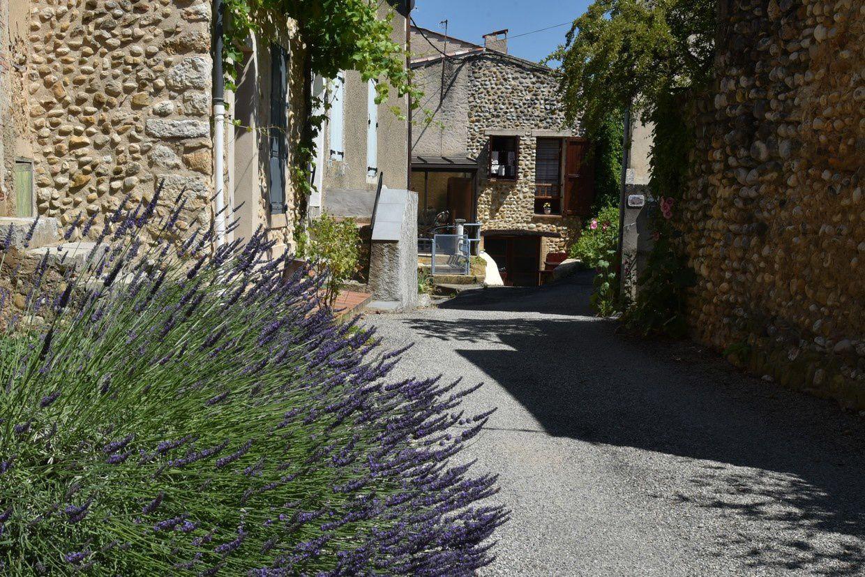Allemagne en Provence ses maisons en galets roulés et son château  XIV/XVI° (Photos Fcn)