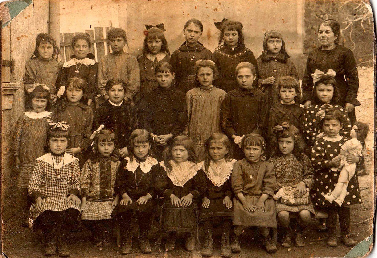 Ecole 1920 - 21 ( Collection M. Castan)