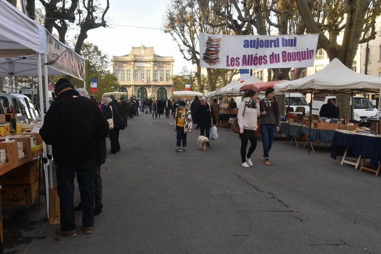 Les commerces du centre ville ferment !.. et les Allées du bouquin ...